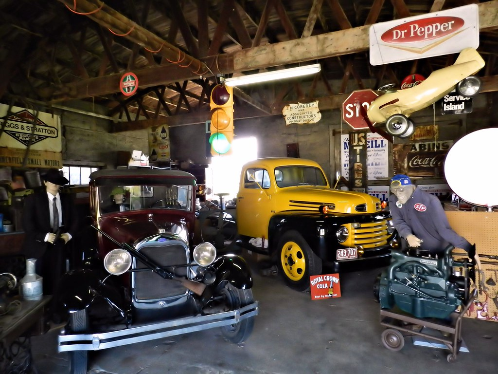 Gay parita garage filled with route 66 memorabilia and for Garage route 66 metz