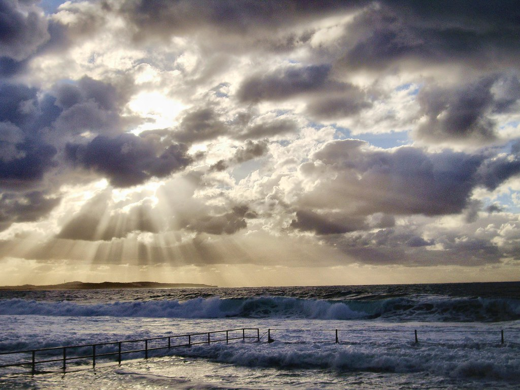 Dramatic Sky | Beams of sun rays breaking through dramatic c ... Clouds