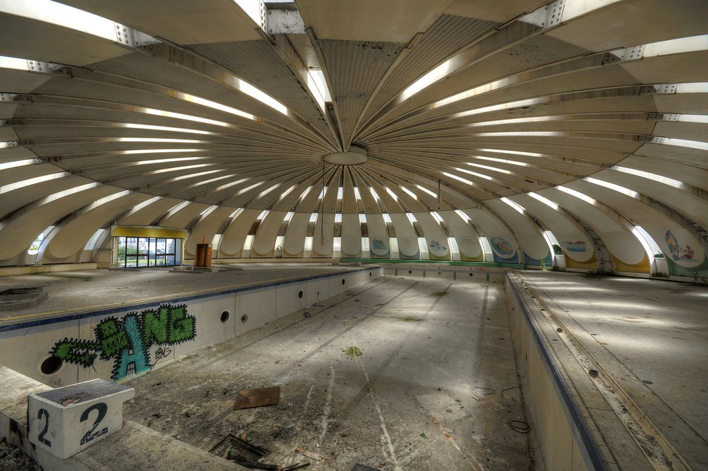 Urbex piscine mai this ufo shaped swimming pool was high for Piscine saverne
