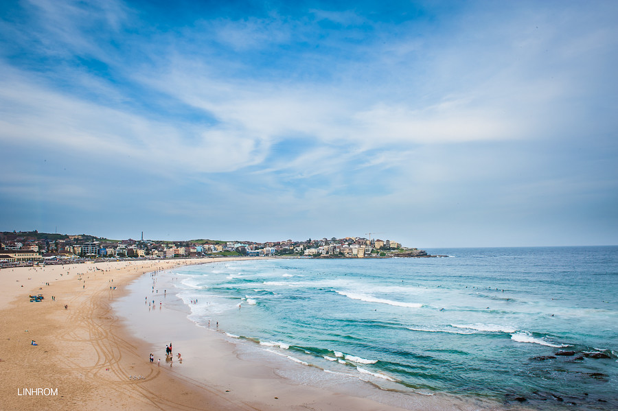 Discover a range of things to do in Bondi, an iconic Sydney suburb. Swim, sauna and dine at Bondi Icebergs, enjoy a huge range of cafés and restaurants, catch a summer flick at the open air cinema or buy breathtaking art at Aquabumps.