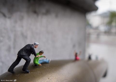 Slinkachu micro dioramas