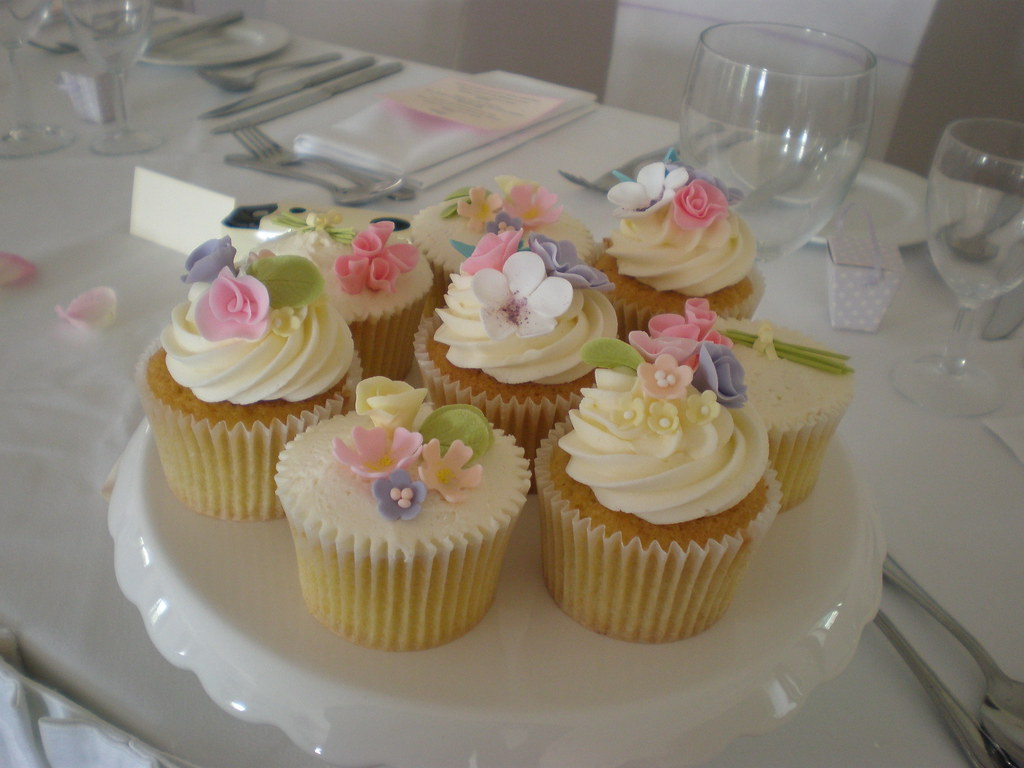 Summer Wedding Cupcake