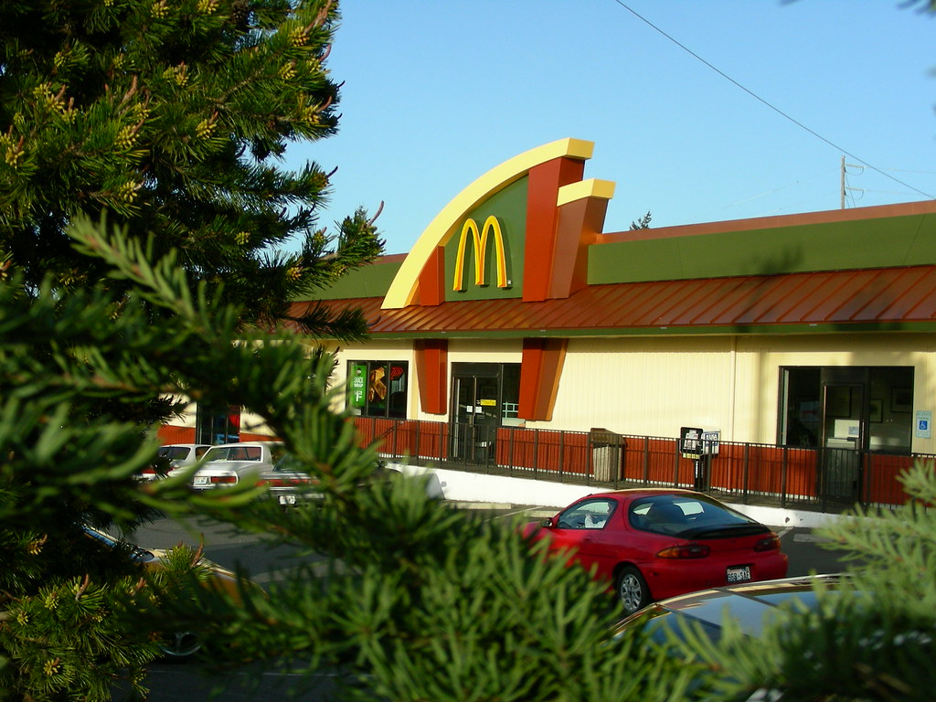Mcdonald restaurants brand design restaurant design for Restaurant exterior design photos