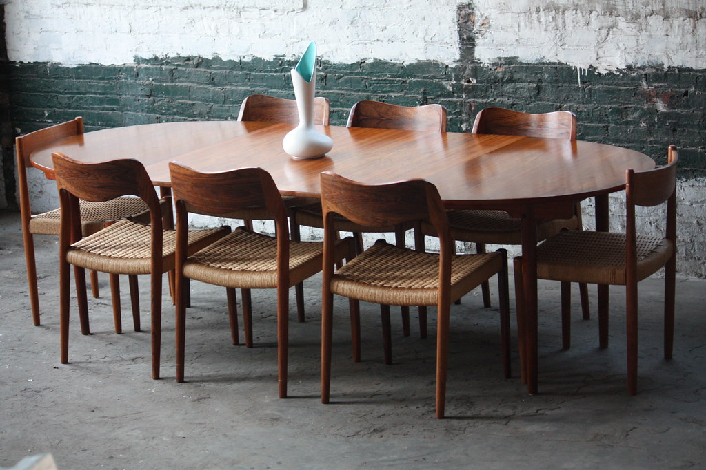 Handsome hans wegner danish expandable mid century modern for Mid century modern dining table