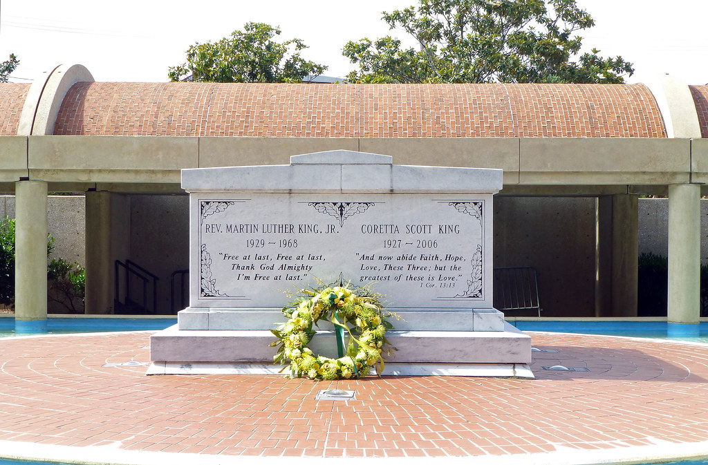 Rev Martin Luther King Jr Memorial And Gravesite Atla Flickr