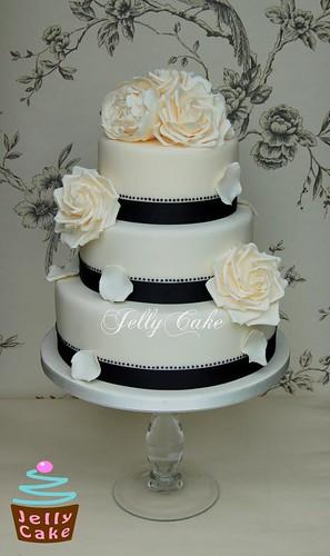 black and ivory wedding cake an ivory cake with sugar rose flickr. Black Bedroom Furniture Sets. Home Design Ideas