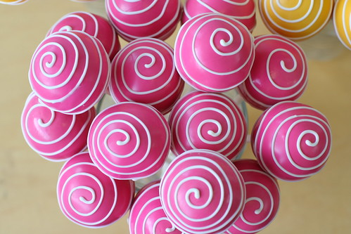 Pink Swirly Cake Pops | by Sweet Lauren Cakes