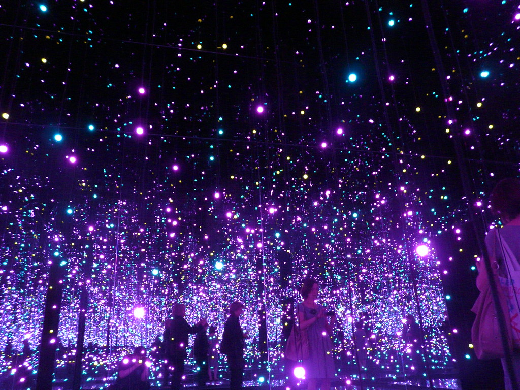 Infinity Mirrored Room Filled With The Brilliance Of Lif