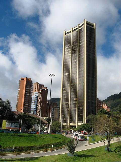 Arquitectura moderna bogot colombia centro de la for Arquitectura moderna en colombia