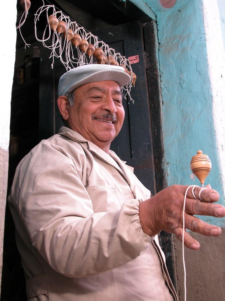 Jorge Rivadeneira Rey Del Trompo Juego Tradicional De Qui Flickr
