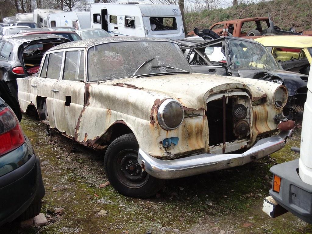 Mercedes w110 200 1965 junkyard pijffers broekland nl for Mercedes benz junkyard