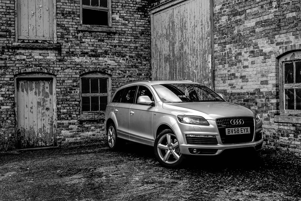 Audi Q7 Black & White | My First ever pictures taken with a