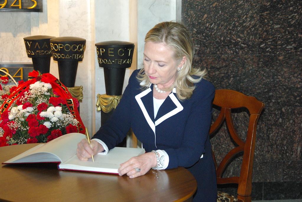 Новосибирский трамвай №13 приглашает Хиллари Клинтон наработу