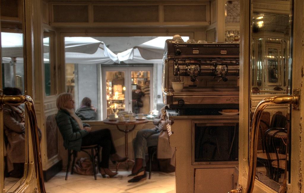 Caff degli specchi entro una grotta di porcellana - Caffe degli specchi ...