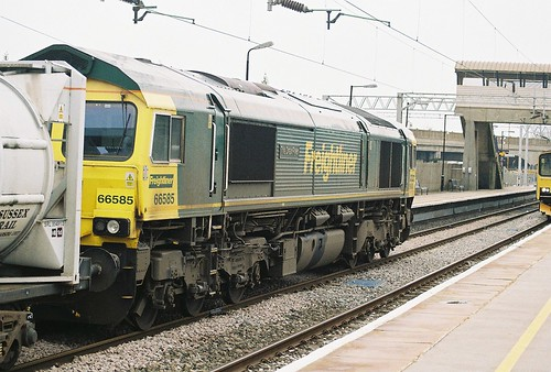 66585, Class 66 Diesel locomotive 'Drax Flyer', Bletchley station, 29th February 2012 | by OG47