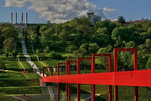 Axe majeur oeuvre de l 39 architecte dany karavan cergy - Piscine cergy axe majeur ...