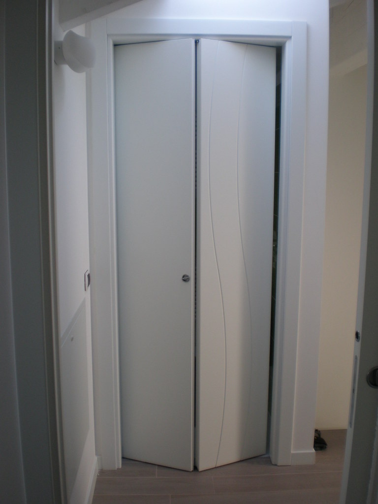 Porte bianche scorrevoli e a libro | Porte scorrevoli e a li… | Flickr