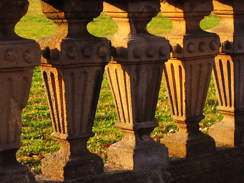 Picture Puzzle - Balusters or Frogs ? | by Batikart ... O F F !!!