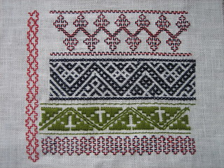 Norwegian traditional embroidery: smøyg, klostersøm, Holbeinsting, 2012 | by yarn jungle
