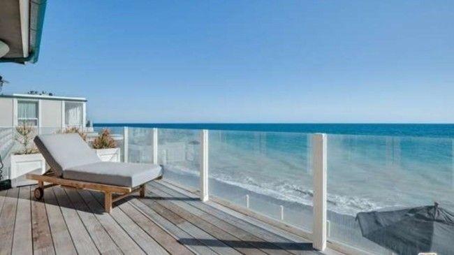 Красивый вид на Тихий океан с террасы пляжного дома