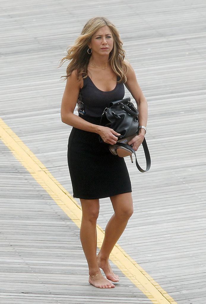 Jennifer aniston feet 306430 uldrak flickr - Jennifer aniston barefoot ...