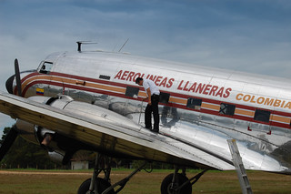 Douglas DC-3 HK3037 at LMC | by The Colombian Way