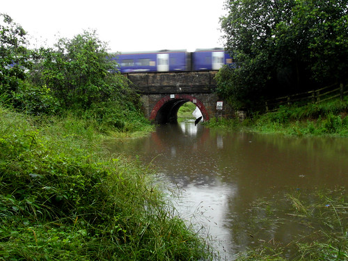 A unit bounces over the floods at Horbury Junction | by delticfan