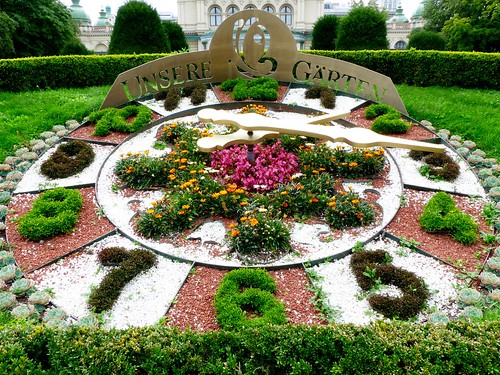 Flower Clock (Blumenuhr) in the Wiener Stadtpark (The Viennese City Park) in Vienna Austria | by Arjan Richter