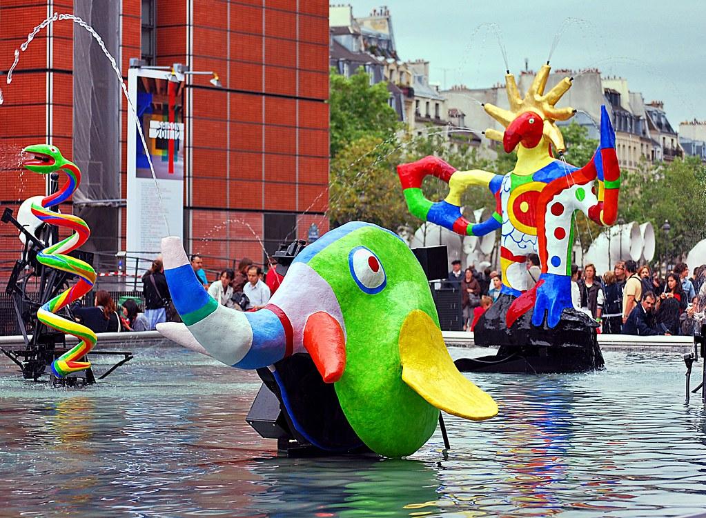 La fontaine stravinsky avec des mobiles aquatiques de niki flickr - Fontaine beaubourg niki de saint phalle ...