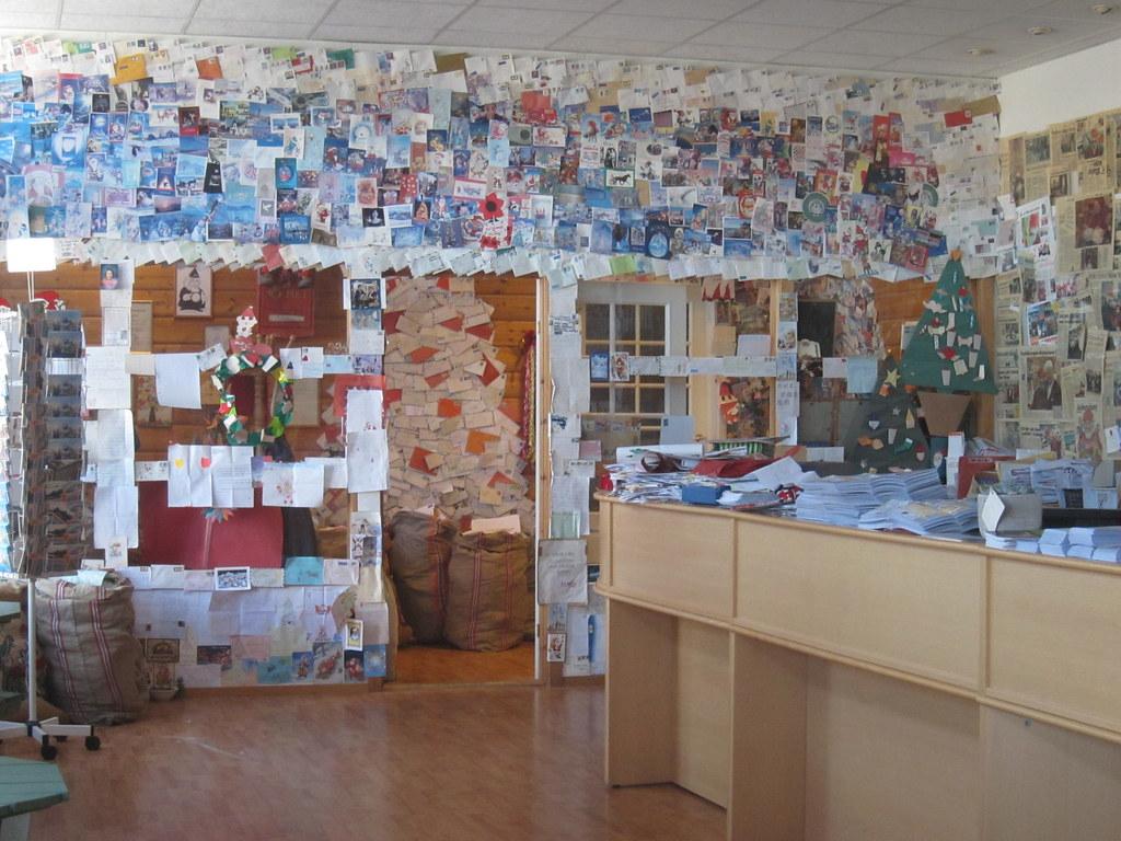 Oficina de correos duendes de pap noel drobak noruega for Oficina de correos