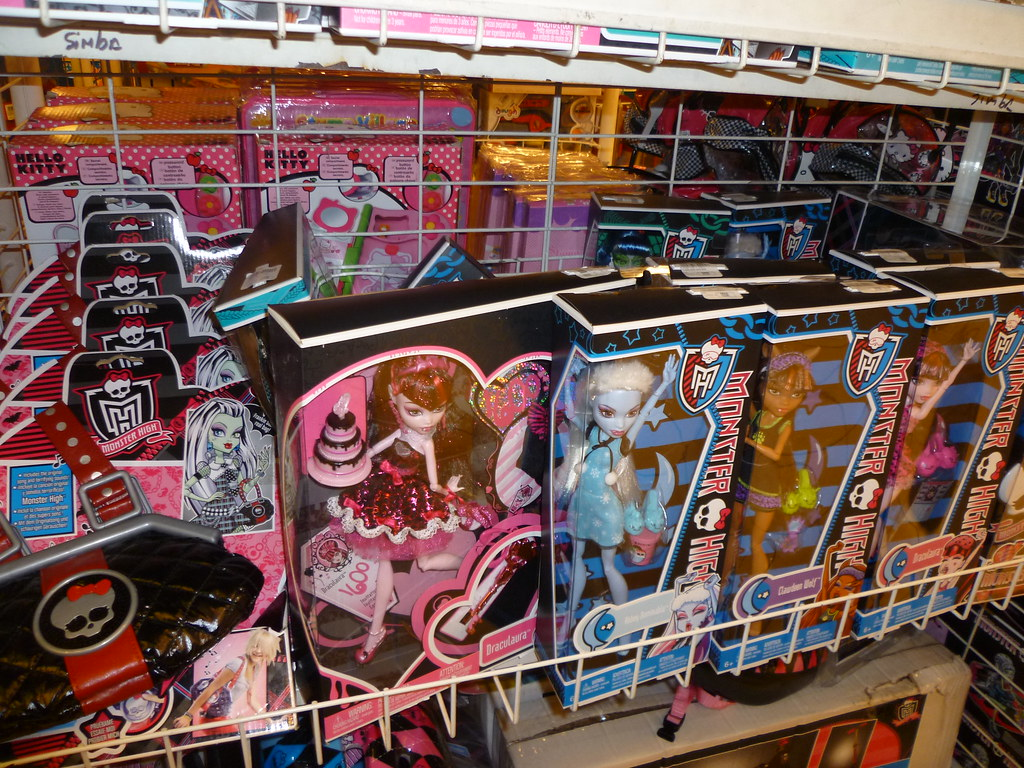 monster high toy store draculaura abbey clawdeen sweet 160 flickr. Black Bedroom Furniture Sets. Home Design Ideas