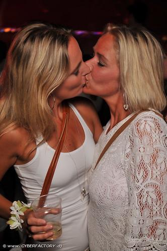 College Girls Kissing Girls