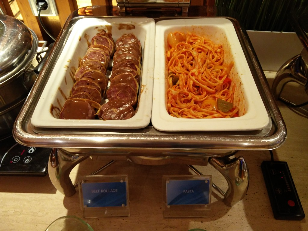 Spaghetti and beef roulade