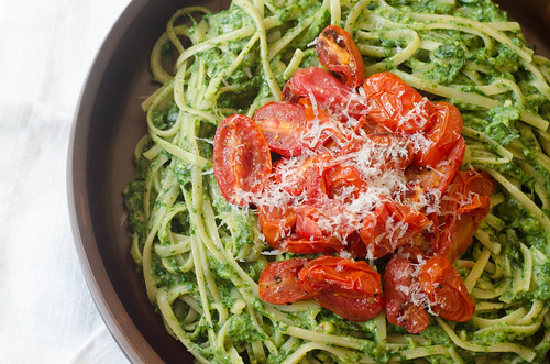 Creamy Spinach Noodles with Roasted Tomatoes | by Pink Parsley Blog