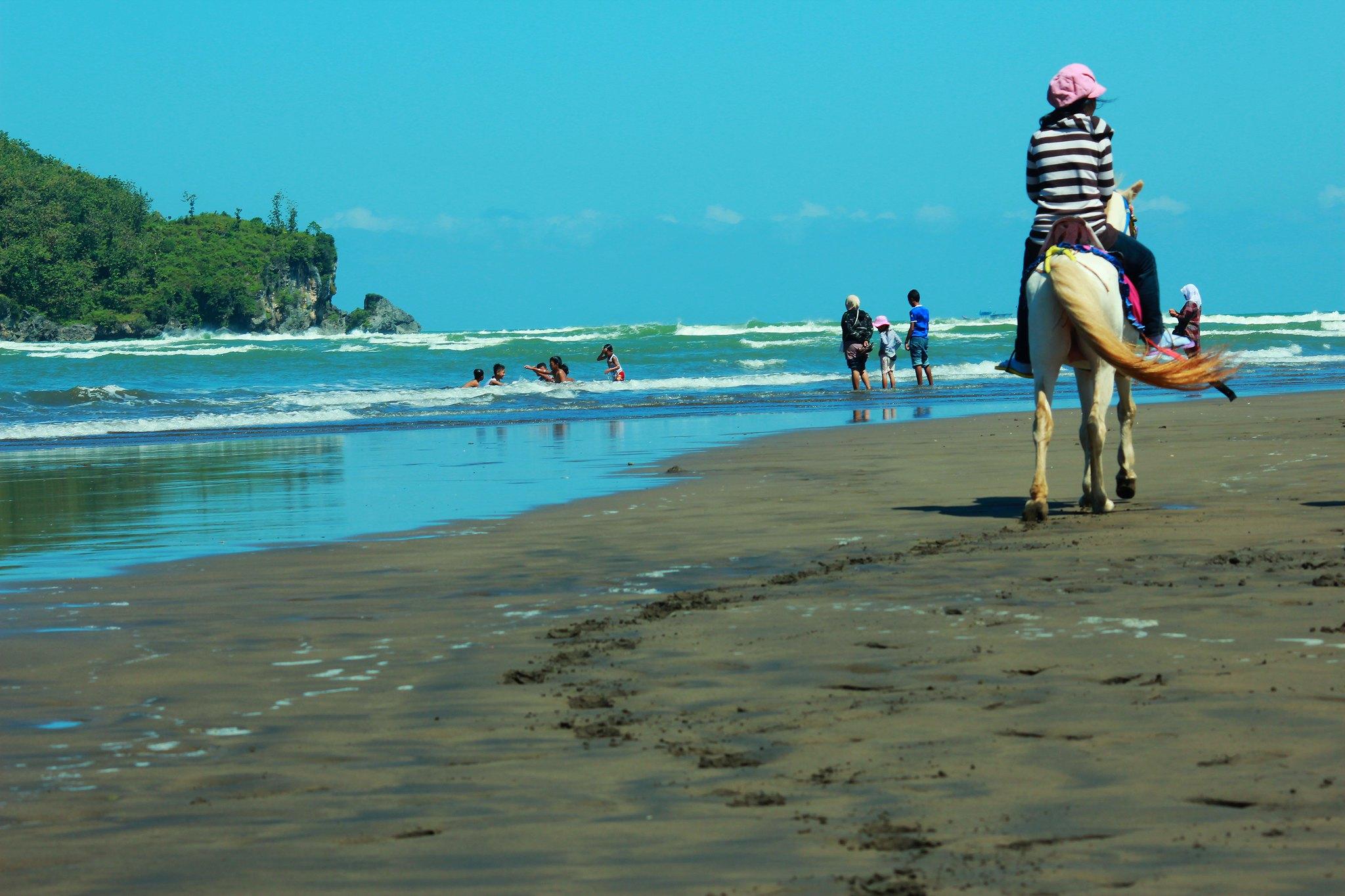 Pantai Ayah atau Logending