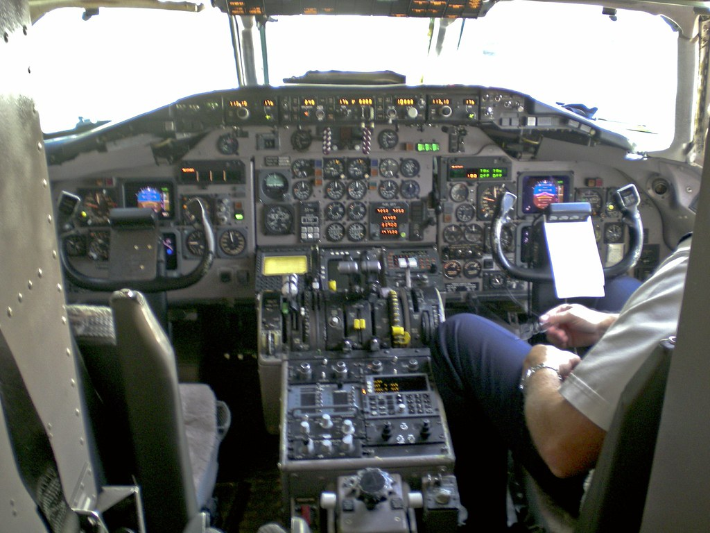 Md 82 Cockpit The Cockpit Of A Mcdonnell Douglas Md 82