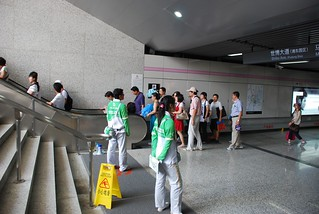 Shanghai expo 2010----orientation help from volunteers | by frank schacht / photojournal-worldwide-exklusiv