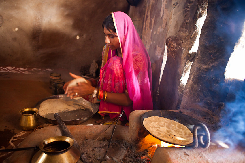 Chapatis Jodhpur Rekha A Bishnoi Woman Is Preparing