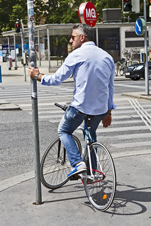the jeans guy waiting | by Vienna Cycle Chic