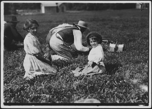 Amelia Sousa, 12 years old, picks 22 measures. Balmeda, 4 years old. Children said she doesn't pick, but she was picking just the same, September 1911 | by The U.S. National Archives
