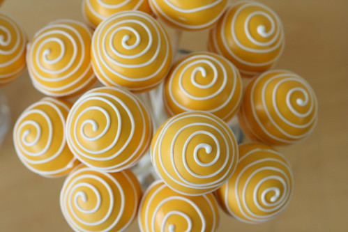 Yellow Swirly Cake Pops | by Sweet Lauren Cakes