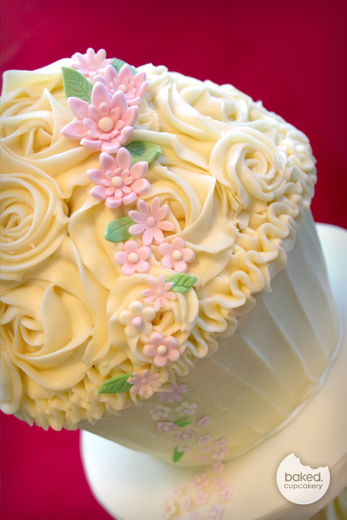 Wedding Giant Cupcake | Cream giant cucpake with light pink … | Flickr