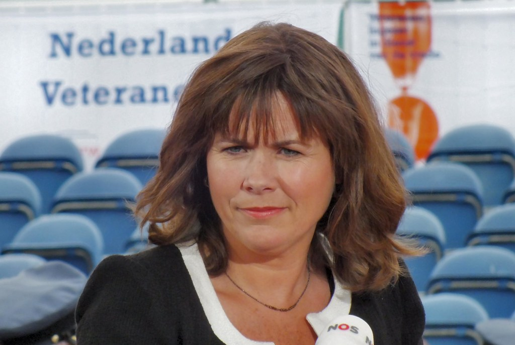 ... Kersseboom presentatrice NOS Veteranendag | Flickr - Photo Sharing: https://www.flickr.com/photos/gerardstolk/7472740764