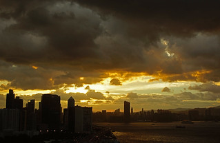 "烏雲壓城 Before Tropical storm ""Doksuri"", Hong Kong 