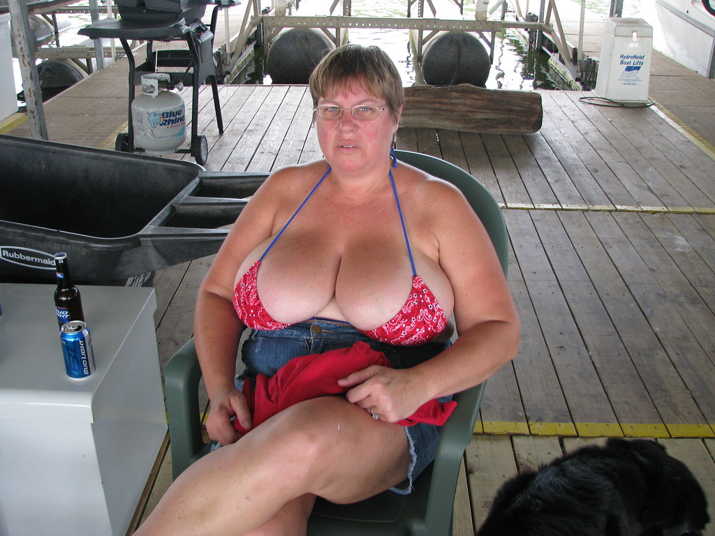 Grandma flash porn