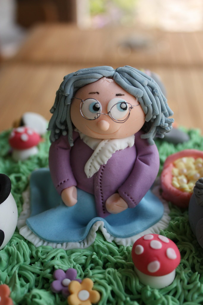 Gumpaste Topper Old Lady Birthday Cake For A 90 Year Old L Flickr