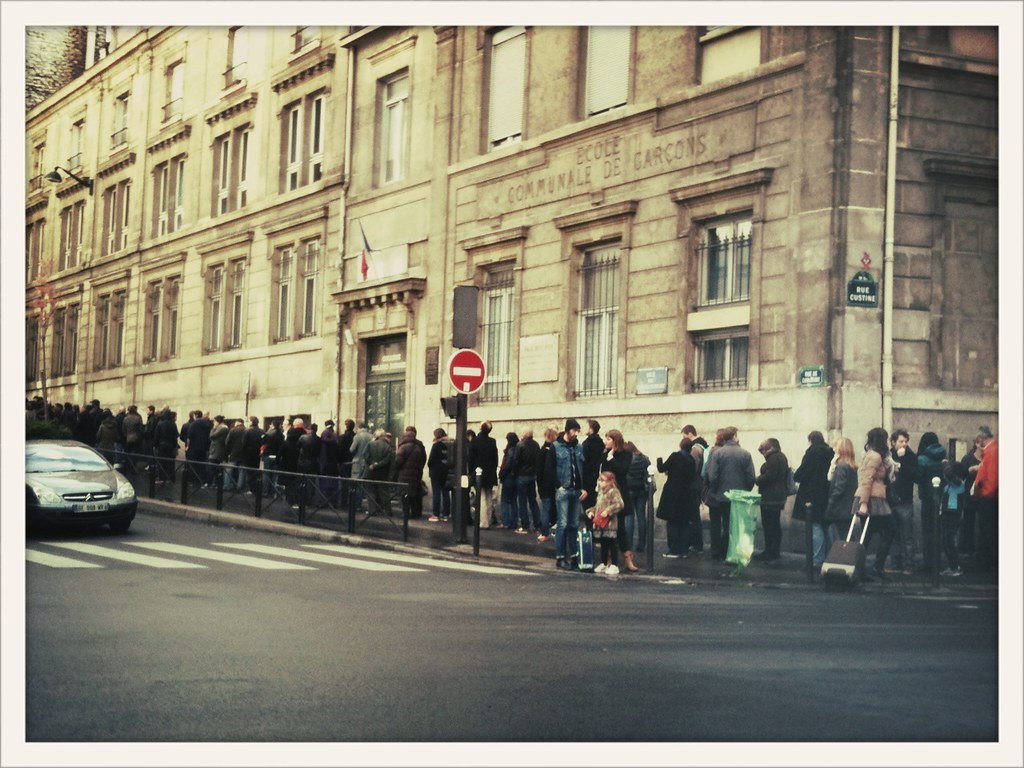 Paris la queue devant le bureau de vote École clignancourtu2026 flickr