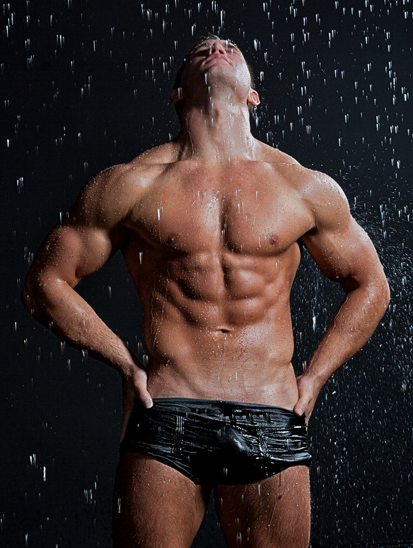 Muscle Wet Sexy Young Naked Man Posing Under The Rain In S -9172