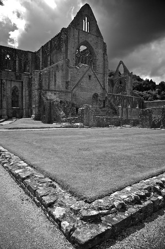 how to get to tintern abbey from bristol