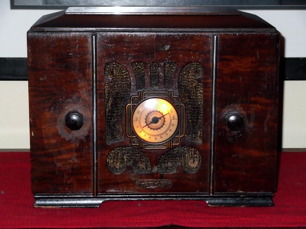 487444359639853639 in addition Vintage Metal Military Audio Oscillator Case Cy 688u Trav Ler Radio besides Item furthermore Vintage 1947 Trav Ler Radio Mid Century likewise 320566324996. on trav ler radio